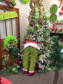 50 Perfect Christmas Bathroom Decorations That Will Amaze You – The Best DIY Outdoor Christmas Decor Grinch Christmas Decorations, Unique Christmas Trees, Christmas Tree Crafts, Outdoor Christmas, Beautiful Christmas, Christmas Wreaths, Vintage Christmas, Snowman Christmas Trees, Rustic Christmas