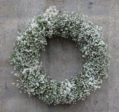 Gipskruid krans - Lilly is Love Christmas Wreaths, Christmas Decorations, Holiday Decor, Xmas, Gypsophila, Beauty Magazine, Flower Quotes, Front Door Decor, Cozy House