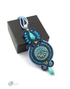 http://multanka.blogspot.com/2014/11/granatowo-turkusowy-wisior-w35.html  #pendant #multanka #sutasz #soutache #blue #gold
