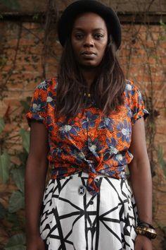 A estamparia tradicional africana está relacionada a religião, política e costumes. Camisa (R$ 140) e saia (R$ 230), tudo Okan