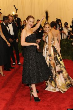 Jen with Sarah Jessica Parker at the Met Gala 5/6/2013