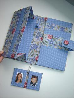 Cardboard Furniture, Cardboard Crafts, Paper Crafts, Diy Notebook, Decorate Notebook, Fun Crafts, Arts And Crafts, Fabric Book Covers, Paper Purse