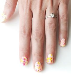 This easy video tutorial teaches you how to create splatter nail art designs. Watch this video to learn how to make this cool neon nail art. Neon Nail Art, Neon Nails, Nail Art Diy, Love Nails, Diy Nails, Pretty Nails, Splatter Paint Nails, Splatter Art, Nail Art Designs