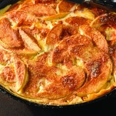 Pancake Recipe Our easy yet amazingly delicious baked apple pancake recipe is a great way to start your Sunday morning! The apples, cinnamon, and vanilla combine to take a plain pancake into gourmet territory. Diabetic Desserts, Diabetic Recipes, Low Carb Recipes, Cooking Recipes, Ww Recipes, Splenda Recipes, What's Cooking, Cheese Recipes, Recipies