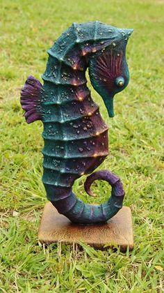 quero no meu jardim! / Seahorse in color by Tasha Vasilek Paper Mache Projects, Clay Projects, Seahorse Art, Seahorses, Foam Carving, Paper Art, Paper Crafts, Sculpture Lessons, Paper Mache Sculpture