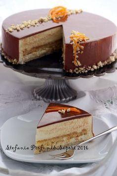 Mousse cake almonds, orange and chocolate Baking Recipes, Real Food Recipes, Cake Recipes, Dessert Recipes, Torte Cake, Fudge Cake, Custard Cake, Mousse Cake, Desserts Français