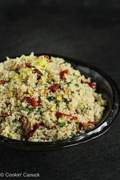 Lemon Quinoa Salad with Pistachios & Sun-Dried Tomatoes Whip up this vibrant quinoa salad in minutes. Pistachios and sun-dried tomatoes add crunch and color, and the salad is gluten-free and vegan. Healthy Recipes, Salad Recipes, Vegetarian Recipes, Cooking Recipes, Vegan Vegetarian, Cooking Tips, Quinoa Dishes, Food Dishes, Tasty Dishes