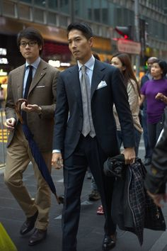 "lnsee: "" Heading out: Mark has Liverano Tweed Giacche Sorley Knit Tie Ring Jacket Armoury model Chinos Spigola by Koji Suzuki Chukkas in Llama Brown Fox Umbrella's Sleek Stick Armoury Special Scorched. Fashion Moda, Suit Fashion, Mens Fashion, Street Fashion, Sharp Dressed Man, Well Dressed Men, Mens Attire, Mens Suits, Moda Formal"