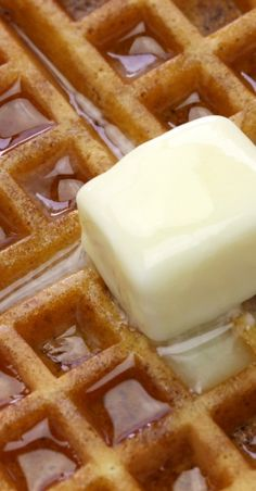 Homemade Belgian Waffles With cinnamon Breakfast Waffles, Breakfast Items, Breakfast Dishes, Eat Breakfast, Breakfast Recipes, Breakfast Casserole, Waffle Maker Recipes, Belgium Waffles, Yummy Food