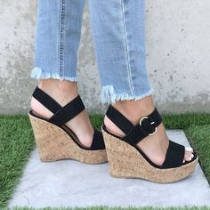 Wedge Sandals Outfit, Cute Shoes Heels, Cute High Heels, Platform Wedges Shoes, Shoes Heels Wedges, Wedge Heels, Brown Wedge Sandals, Black Wedges Outfit, Nice Heels