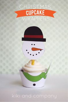 Christmas Cupcake Wrappers from Kiki and Company | free Christmas printables | free holiday printables | fun Christmas ideas | holiday cupcake wrappers || Design Dazzle #cupcakewrappers #holidayprintables #holidaytreats
