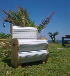 poltrona realizzata con tapparelle Outdoor Chairs, Outdoor Furniture, Outdoor Decor, Amazing Gardens, Shutters, Garden Ideas, Cool Stuff, House, Home Decor