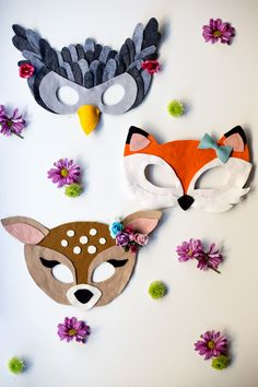 Beautiful free felt animal mask patterns from Anne Weil of Flax & Twine, with PDF Templates of a fox, an owl and a fawn. Great last minute costume!