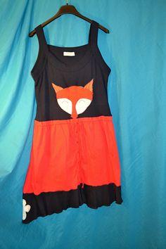 Letní ramínkové Liščí recy těhu šaty _ Liška :) Recyklo šatičky vhodné pro L/XL a pěkně ukážou na těhotné. Šířka v podpaží 2*44, délka 92 cm. Základní barva tmavě modrá, červená. 100% bavlna.