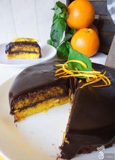 Tarta de naranja con chocolate | La receta más fácil de todas Delicious Deserts, Yummy Food, Banana French Toast, Almond Cakes, Eat Dessert First, Recipe For 4, Sweet And Salty, Pavlova, Yummy Cakes