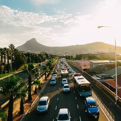 Friday afternoon 5pm traffic leaving Cape Town. Signal Hil & Lions Head on the horison. #traffic #CapeTown