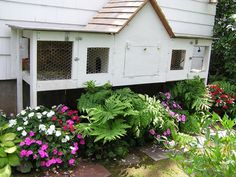 homemade rabbit hutch, please Ricky, please can I get a rabbit? Meat Rabbits, Raising Rabbits, Bunny Cages, Rabbit Cages, Backyard Plan, Backyard Farming, Backyard Ideas, Rabbit Hutch Indoor, Guinea Pig House