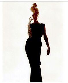 Marilyn Monroe - dress - pose
