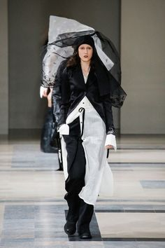 http://www.vogue.com/fashion-shows/fall-2017-ready-to-wear/ann-demeulemeester/slideshow/collection