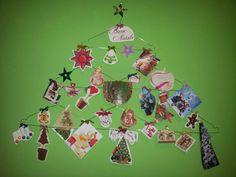 Natale: albero con foto e attaccapanni