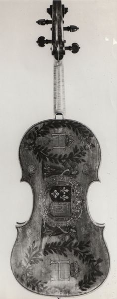 Andrea Amati violin carved back - made between 1590-1600