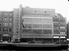 Het pand van warenhuis Vroom & Dreesmann aan het Rokin in 1931