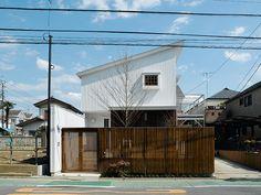 片流れ屋根が印象的な外観