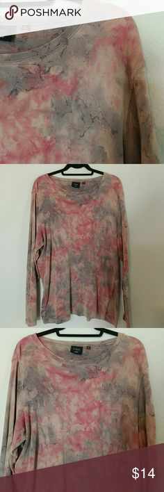 Host Pick!👍💐Picasso painting! 🎨Long-sleeved T Absolutely gorgeous long-sleeved thick top that actually looks like a Picasso painting in pastel colors! 🎨 Measurements colon underarm to underarm lying flat 24in, length of top 29in, sleeve length 24 in. Ingredients are 100% cotton City Elements by Lee Tops