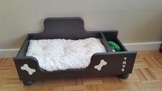 Por último, una cómoda pero elegante cama para mascotas preciosas. Combina comodidad y permitiendo que su amigo peludo mantener sus juguetes favoritos muy cerca. Krafty patas cama es hechos a mano con atención al detalle fino. Cada cama viene con una almohada lavable mullida, de máquina