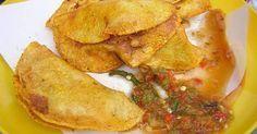 Fabulosa receta para Tacos al vapor de chicharrón guisado. El taco de vapor en Mexico es de las delicias de los antojitos del centro del Pais Mexicano. Tortillas con guisado de jitomate, chiles, cebolla, cominos, y chicharrón, se acompaña con salsa picante, col y zanahorias al vinagre.