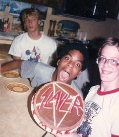 somehow, i don't think the dork in a Goofy shirt listens to slayer Cake Pink, Sweat Lodge, Whatever Forever, Heavy Metal Music, Tumblr, Death Metal, Photos Du, Eat Cake, Memes