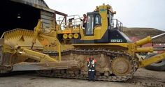 """Largest """"Production"""" Bulldozer now operating in the world, the Komatsu What a monster! Heavy Construction Equipment, Construction Machines, Heavy Equipment, Cat Bulldozer, Earth Moving Equipment, Caterpillar Equipment, Crawler Crane, Big Tractors, Tonka Toys"""