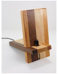 Wooden Phone Holder, Cell Phone Holder, Woodworking Plans, Woodworking Projects, Woodworking Patterns, Woodworking Workshop, Woodworking Classes, Custom Woodworking, Support Portable
