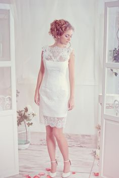 Hey, I found this really awesome Etsy listing at https://www.etsy.com/listing/223274213/short-wedding-dress-lace-wedding-dress