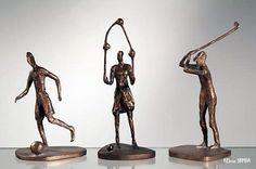 Bronzen beeldjes kinderspelen voetballen