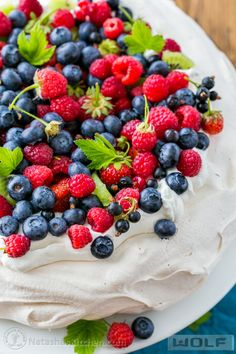 A step-by-step guide to master the pavlova; a simple and beautiful special occasion cake from @natashaskitchen #sponsored by SubzeroWolf