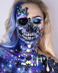 Halloween: 60 make-up ideas for a magnetic look! - Make-up Ideen - Halloween Look, Pretty Halloween, Halloween Makeup Looks, Halloween 2018, Halloween Costumes, Halloween Party, Sugar Skull Halloween, Halloween Zombie, Creepy Makeup