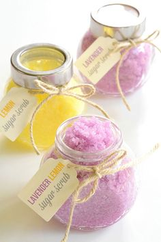 DIY Sugar Scrub Recipes : This homemade sugar scrub is SO EASY and it smells amazing! It only takes 5 minutes to make and leaves your skin feeling so Body Scrub Recipe, Diy Body Scrub, Sugar Scrub Recipe, Diy Scrub, Coconut Oil Sugar Scrub, Lavender Sugar Scrub, Sugar Scrub Homemade, Lemon Sugar, Cool Diy