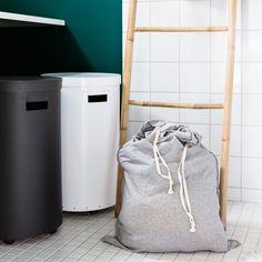Helpota vaatehuoltoa lajittelemalla erilaisen pesun vaativat pyykit omiin koreihinsa.