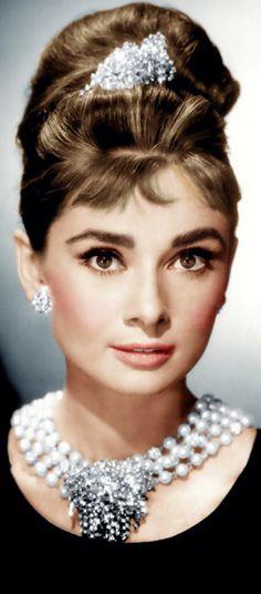 Audrey Hepburn. #AudreyHepburn #elegant