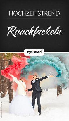 On Fire: Bunte Rauchbomben oder -fackeln fürs Fotoshooting sind echte Hingucker – perfekt für die Hochzeit oder einfach so mit Freunden! (Suchanfragen für Fotos mit Rauchfackeln +436%)