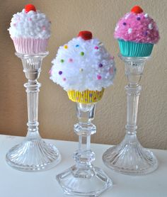 Pom Poms and Tessels Pom Pom Crafts, Yarn Crafts, Diy And Crafts, Paper Crafts, Cupcake Party, Birthday Cupcakes, Birthday Parties, Cupcake Table, Cupcake Stands