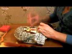 В мастер классе показано как приваливать рисунок из шерсти к вязанной вещи. ссылка на сайт:http://anettochka.ru ссылка на канал:https://www.youtube.com/watch...