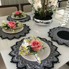 Best 12 Image may contain: indoor – – SkillOfKing. Crochet Placemats, Crochet Doilies, Crochet Home Decor, Crochet Crafts, Doily Rug, Crochet Geek, Crochet Kitchen, Table Arrangements, Decoration Table