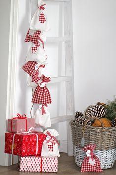 DIY Adventskalender / nordic scnadinavian Christmas in white - red by DESIGNDOTS
