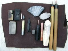 The flint knapping community is as generous with its time and expertise as any enthusiast group I know. Case in point, this fantastic resource from knapper Mike Lynn, who has compiled more than 340 pages. Wilderness Survival, Survival Prepping, Survival Skills, Survival Gear, Survival Hacks, Bushcraft Skills, Bushcraft Camping, Flint Knives, Primitive Survival