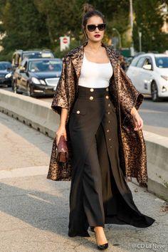 Vesace Show at Milan Fashion Week Iranian Women Fashion, Arab Fashion, Milan Fashion, Love Fashion, Womens Fashion, Fashion Design, Floral Kimono Outfit, Modest Fashion, Fashion Dresses