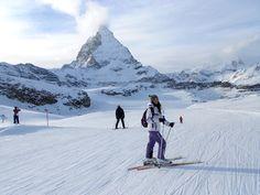 Descoperim alături de Lucia cele mai frumoase pârtii, din Zermatt. O poveste cu schi, ciocolată și localnici prietenoși.