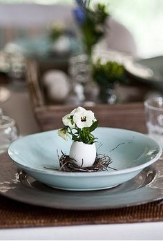 Simple yet effective table setting using an egg shell and Viola plant enhanced by the duck egg blue plate - love it