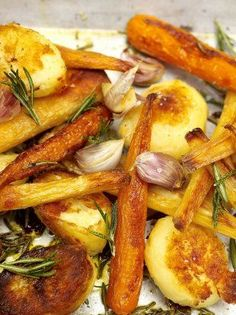 Roast potatoes, parsnips and carrots Jamie Oliver Jamie's Ministry of Food Parsnip Recipes, Roasted Potato Recipes, Carrot Recipes, Veggie Recipes, Cooking Recipes, Healthy Recipes, Veggie Food, Cooking Tips, Salad Recipes
